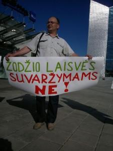Už buvusio karininko ir vėliau poliitko Č. Jezersko šmeižtą nuteisto Gintaro Visocko palaikymo akcija Vilniuje vykusios ESBO konferencijojs metu