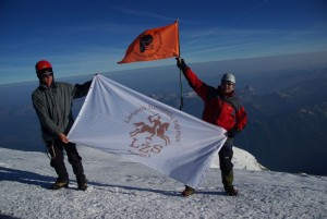 Gerimantas statinis su LŽS vėliava ant Monblano