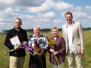 Laureatas Romas su Biržų mere Irute Varziene, kolege Aldona Armale ir Dainius.org
