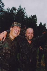 2004 metais žurnalistų sąskrydyje priverdtas braidyti po purvynus sveikatos apsaugos ministras Juozas Oleka (nuotraukoje kairėje) net neįtarė, kad vėliau teks vadovauti ir krašto apsaugai. 2004 metai Alytus