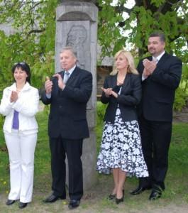 2007 metais Marijampolės apskrities ir rajono valdžia smagiai leido laiką su žurnalistais J. Basanavičiaus tėviškėje