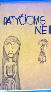 Vieno moksleivio piešinys mokykloje ta pačia tema apie patyčias